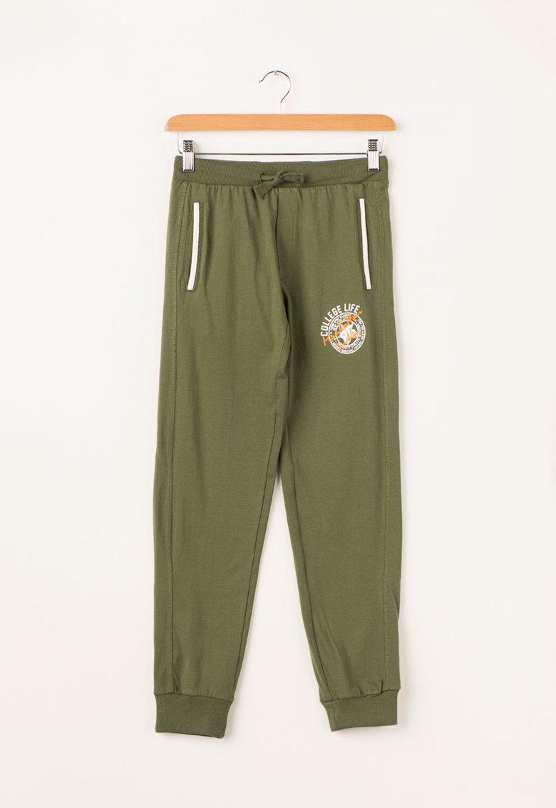 Zee Lane Kids Pantaloni sport verde oliv inchis cu imprimeu