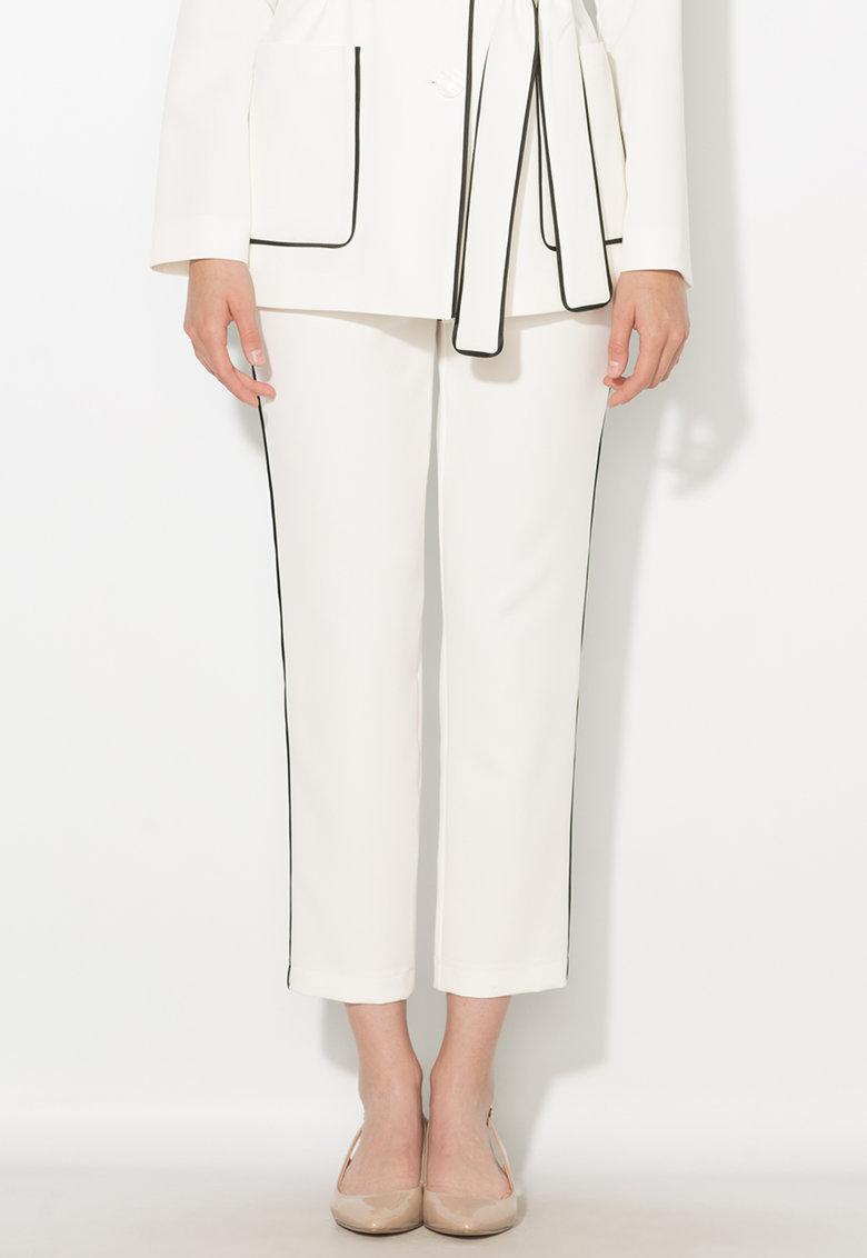 Pantaloni crop albi cu vipusca