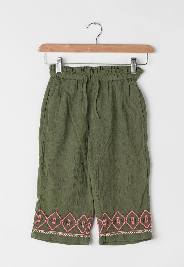 Pantaloni verde feriga cu cusaturi decorative