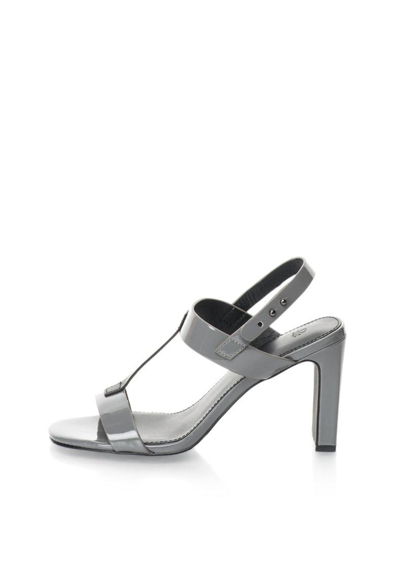 Sandale gri de fier cu negru lacuite de la United Colors Of Benetton