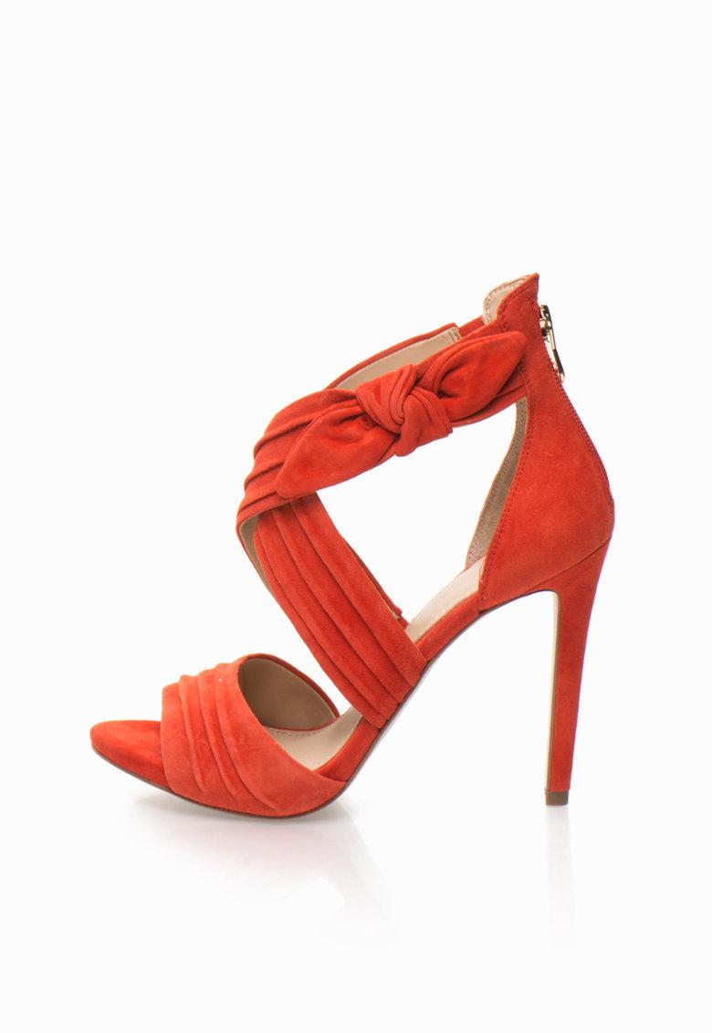 GUESS Sandale corai de piele intoarsa cu toc inalt
