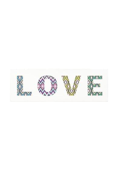 Decoratiune multicolora de perete cu text