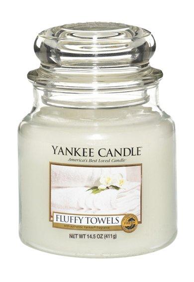 Lumanare parfumata in borcan mediu Fluffy Towels™ de la Yankee Candle