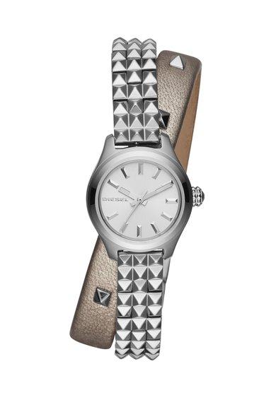 FashionDays.ro: Ceas argintiu si gri cu o curea infasurabila Diesel