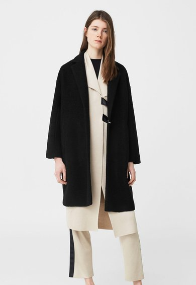 FashionDays.ro: Haina neagra din amestec de lana MANGO