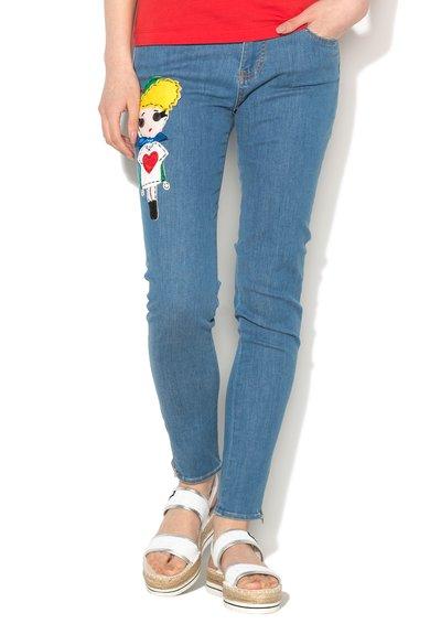 FashionDays.ro: Jeansi conici albastru prafuit cu detaliu multicolor Love Moschino